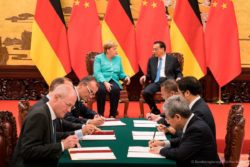 Matthias Zink (third from left), CEO Automotive OEM at Schaeffler AG and Hu Zhongxiong, Mayor of Changsha (second from right) during the signing ceremony in the presence of German Chancellor Dr. Angel