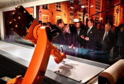 Willem-Alexander, King of the Netherlands, visiting the Bible-transcribing KUKA robot. © Dirk Hol